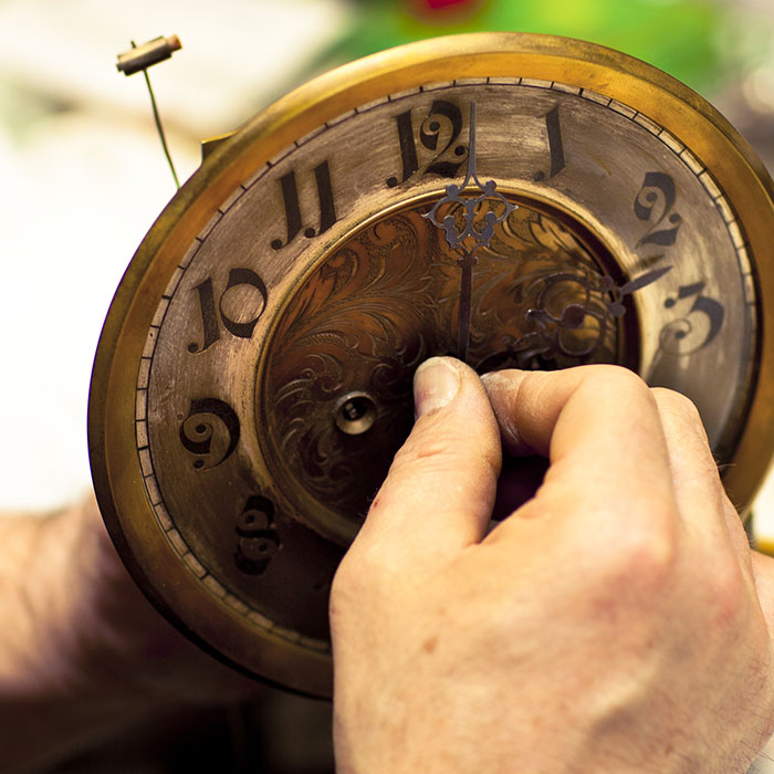 changing time on antique clock